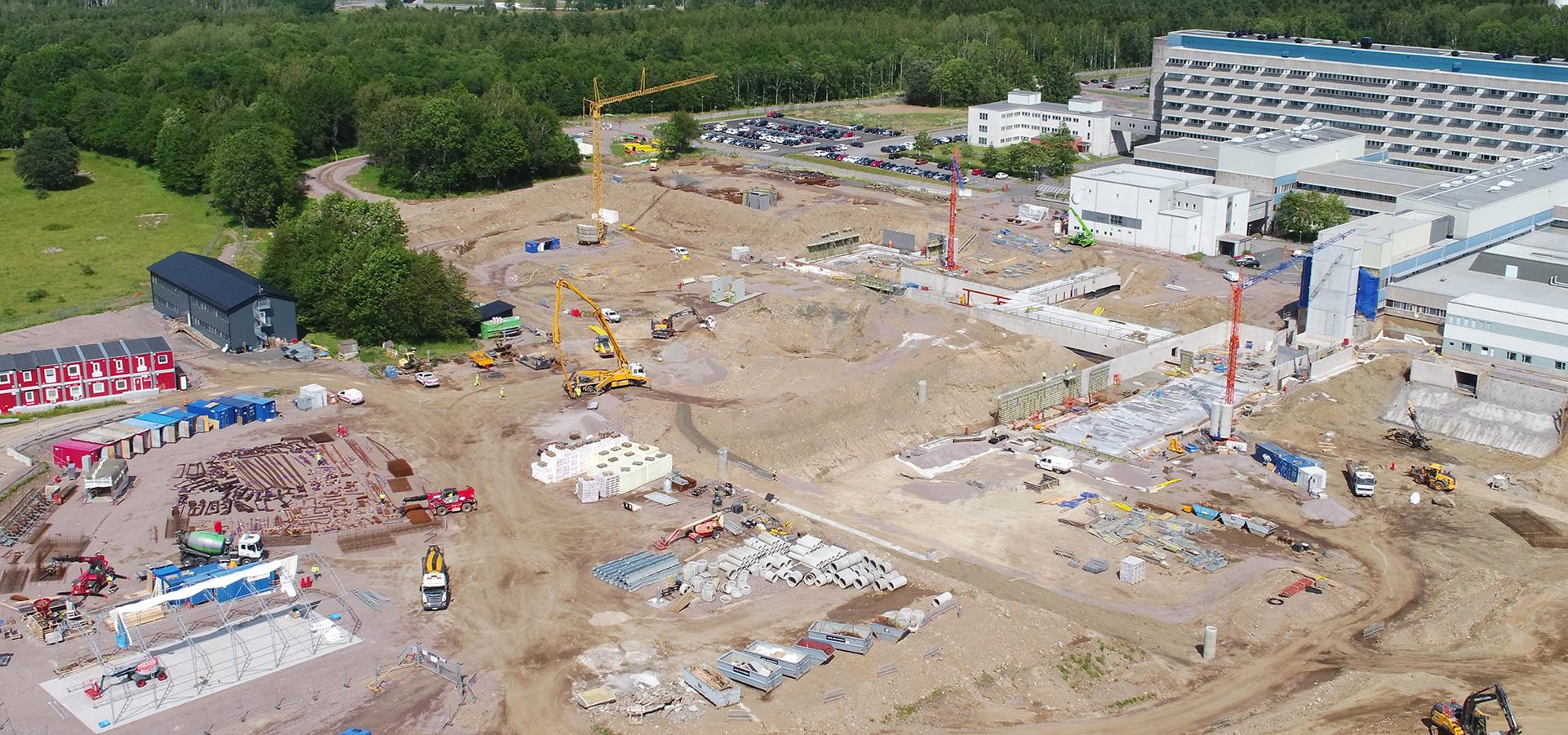 Flygfoto över byggarbetsplatsen på sjukhusområdet i Skövde